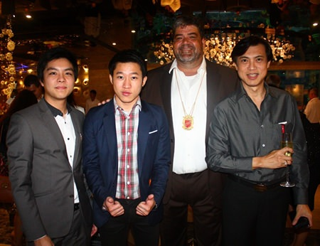 (L to R) Thanisorn Sethasuphang,  Heng Asia Home Product, Panpiti Chalermvisetpol, Riora Creation, Scott Smith, Int'l Councillor of Skål Int'l Thailand and Pichai Visutriratana, Worldwide Destinations Asia.