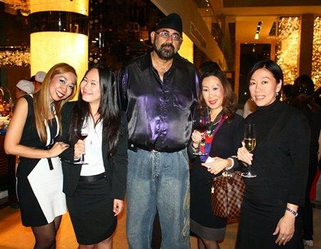 (L to R) Supparatch Piyawatcharapun, PR and Marketing Manager of Centara Grand Phratamnak Resort Pattaya, Urai Patenya, Eastern Star Resort, Sunny from Sunny Online, Jitmanee Siravithayavanich, The Way Hotel and Benchamat Phudthiradvittaya, Holiday Inn Pattaya.