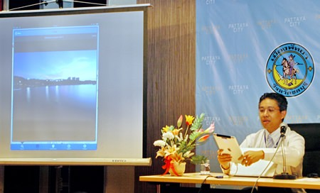 Project director Theeradet Juladung demonstrates the geo-informatics of Pattaya City Guide.