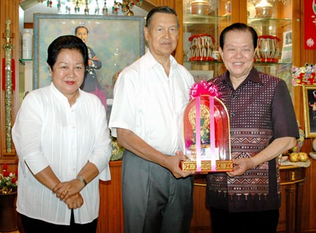Chonburi MP Santsak Ngampichet (right) presents a birthday gift to Gen. Kanit and his lovely wife Thanpuying Busyarat Permsub.