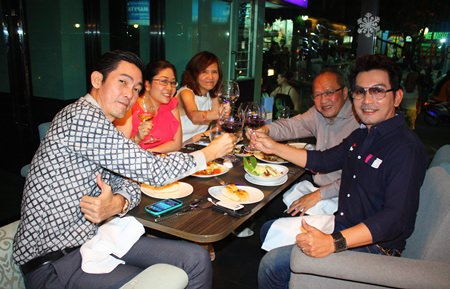 Prayuth Thamdhum (GM Montien Pattaya) arrives just in time to drink a toast with his friends.