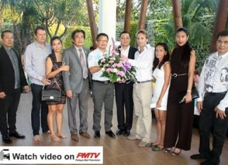 Developer Winston Gale (4th right) and wife Sukanya (3rd right) greet Pattaya Deputy Mayors Ronnakit Ekasing and Wuttisak Rermkijakarn, and Pol. Maj. Gen. Ittipol Ittisarnronnachai plus other VIPs at the Open House party on November 30.
