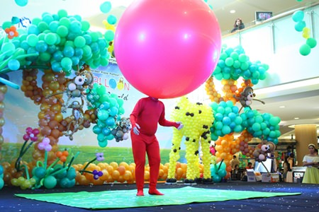 Balloon Man puts on quite a show at Royal Garden.