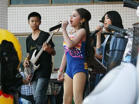 Young performers entertain the crowd at Pattaya City Hall.
