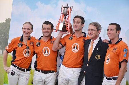 The winning team - Caroline Link, Lucas Labat, Augustin Garcia Grossi and Manuel Cereceda, raise the trophy with Harald Link (2nd right).