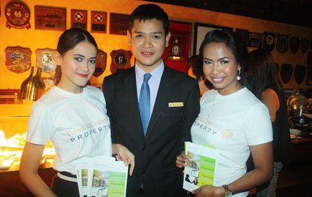 Watcharapong Chanthaduang, Account Sales Executive of Pattaya Marriott Resort & Spa (center) poses for a picture with staff of Town & Country Property.