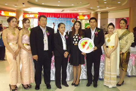 (Center, L to R) Ek Thognsrisuk, manager of the South Pattaya Big C department store; Mitsawan Hasiri, manager of the North Pattaya Big C department store, Suphatra Yenkasem, president of the Big C Foundation, and Khomphon Phayap, manager of the South Pattaya Big C department store, prepare to present 75 scholarships to area students.