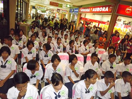 Seventy-five students from 18 Chonburi schools were given scholarships.