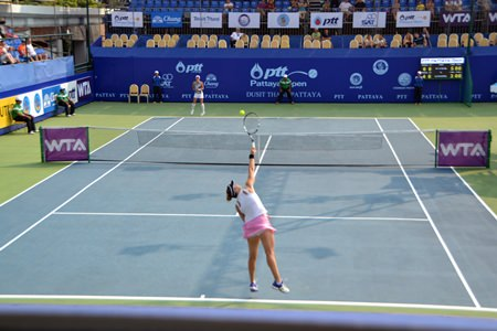 Rodionova takes on Kleybanova in one of Sunday's qualifying matches.