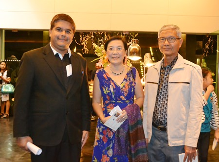 Tony Malhotra, President of Skål International Pattaya & East Thailand, our co-organiser, with Rachada Chomjinda, director of Human Help Network Foundation Thailand and Samphan Akrapongpanich.