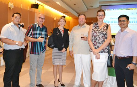 Tanin Suphavittayakorn, EAM of Cape Dara Resort; George Kenton, EAM, Rooms of the Centara Grand Mirage Beach Resort Pattaya, Kate Gerits GM of the Holiday Inn Pattaya, Patrik Fernström, country manager of Qooco; Jana Kenton business development director of Qooco and Sittidej Rochanavibhata GM of Cape Dara Resort.