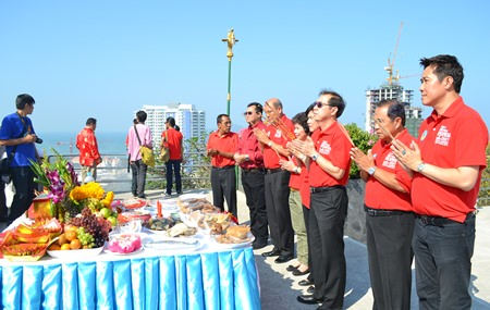 City administrators light incense atop Pratamnak Hill.