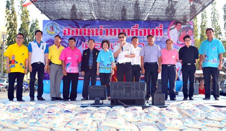 "Deputy Mayor Wutisak Rermkitkarn (center) presides over the latest ""mobile government"" outreach effort."