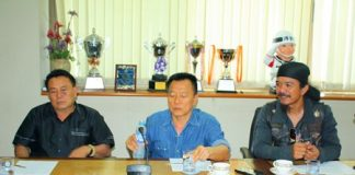 (L to R) Pol. Col. Somnuk Changate, former mayor Niran Wattanasartsathorn and Burapha Motorcycle Club President Prasan Nikaji meet with city officials (not shown) to discuss the upcoming Burapha Bike Week.