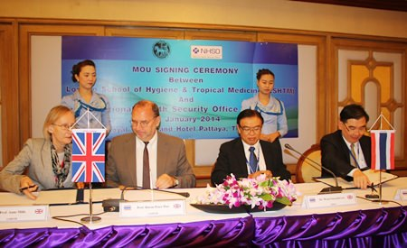 Officials from Thailand's National Health Security Office sign an accord with officials from the London School of Hygiene and Tropical Medicine.