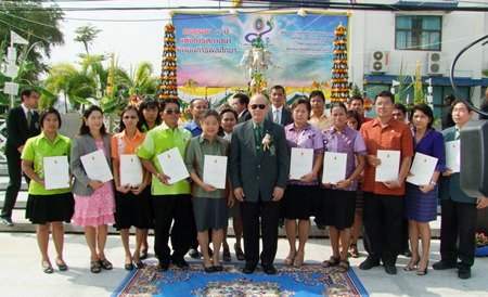 Awards for outstanding sports achievements were presented at the Chonburi Institute of Physical Education ninth anniversary celebration.