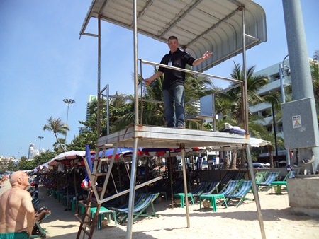 Pattaya Beach does have lifeguard towers - bury nary a single lifeguard to be found.