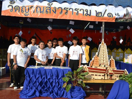 Wat Yansangwararam students show off their display.