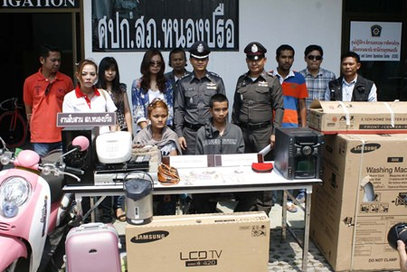 Preaw Khankhao and her husband Ketkaew Ngamjan-add (seated) have been caught and arrested for theft.