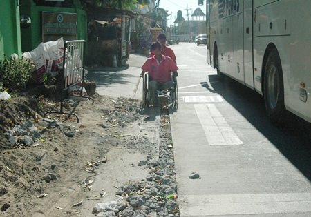 Slow construction of a special lane for disabled residents near the Redemptorist Vocational School for Persons with Disabilities is not only causing hardship for wheelchair-bound students, but also has become increasingly dangerous.