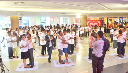 26 Thai couples set a Guinness world record for longest hug at Ripley's Pattaya Valentine's Day contest.