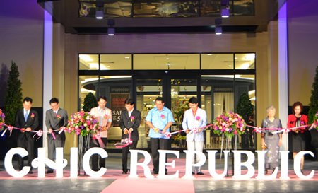 Invited dignitaries cut the ribbon to open Pattaya's first Chic Republic store.