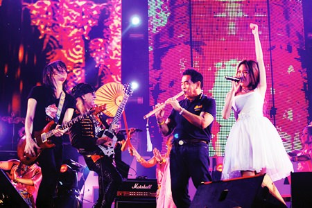 """Thank you Pattaya! (From left to right) Pee Saderd, Kitti Guitarpuen, Thanit Sriklindee and Pancake perform the final song at the closing of the Pattaya Music Festival 2014.  Despite dropping the """"International"""" from its name, the 2014 Pattaya Music Festival brought tens of thousands to Pattaya for standing-room only concerts on six beachfront stages."""