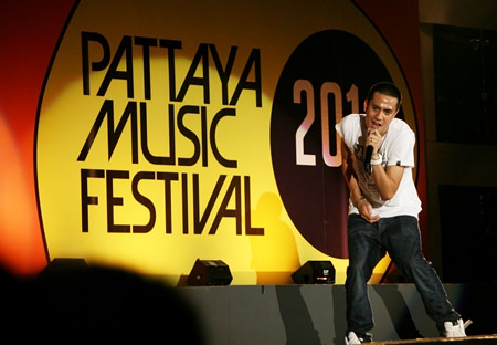 The lead singer from Mild performs on the main stage, welcoming fans to the first day of the Pattaya Music Festival 2014.