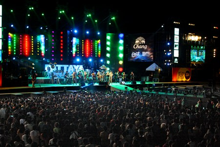 Taktaen Chollada opens her performance on the orange stage in front of thousands of her fans.