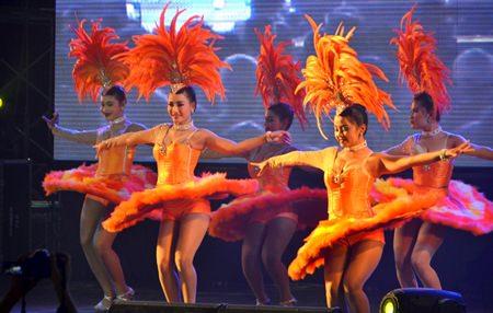 Rakchart Sirichai's dancers impressing his fans.