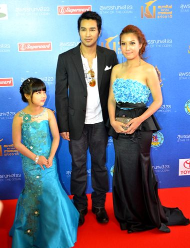 "Akhra ""Golf"" Amartyakul (center), Chinaradi ""Yaimai"" Anungpongpichart (left), and Ariya ""Peng"" Thanawong, actor and actresses starred in the Thai haunted movie ""Baan Khang Vinyan"" (My House)."