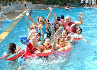 The children are having great fun playing in the Royal Varuna Pattaya pool.