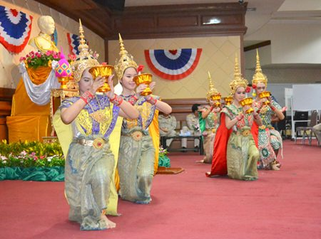 Students from Pattaya School No. 9 in traditional attire put on a classical Thai dance show to pay respect to HM King Rama V.