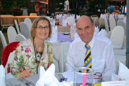 Dr. Margret Deter, Secretary of the Rotary Club Phönix-Pattaya and Dr. Otmar Deter, President of the Rotary Club Phoenix Pattaya brighten the evening with their smiles.
