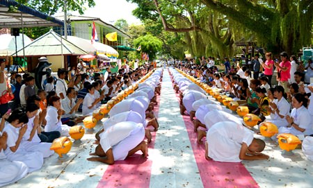 """Dhmmakaya naga"" (people about to be ordained as a Buddhist monk) bow to pay respect to their families."