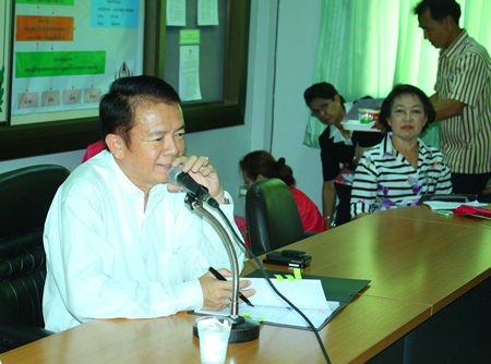 Banglamung District Chief Sakchai Taengho presides over the busy April scheduling meeting for the Red Cross.