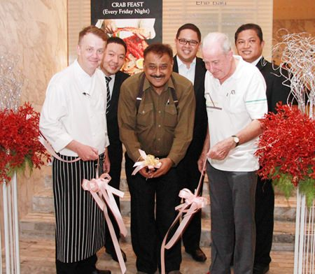 Pattaya Mail Media Group Managing Director Peter Malhotra (center) cuts the ribbon to officially launch the new Crab Feast Fridays, watched by Executive Chef Alistair Carter (front left), Dr Iain Corness (front right), and (back row, left to right) F& B Manager Pansak Pornwisawaraksakul, Tanaphol Rodpinyo, associate director of sales, and Pin Krasang, director of catering.