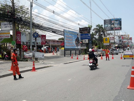 Pattaya highway police check vehicles on Sukhumvit Highway to catch drivers violating traffic rules.