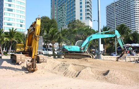 Emergency work was performed on the Dusit Curve last year, adding sand to 193 meters of severely eroded beachfront while officials lobbied for funding for a more-permanent solution.