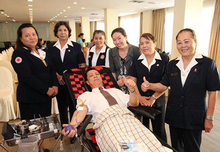 Neoh Kean Boon, Resident Manager of Dusit Thani Pattaya donates blood to the Red Cross.