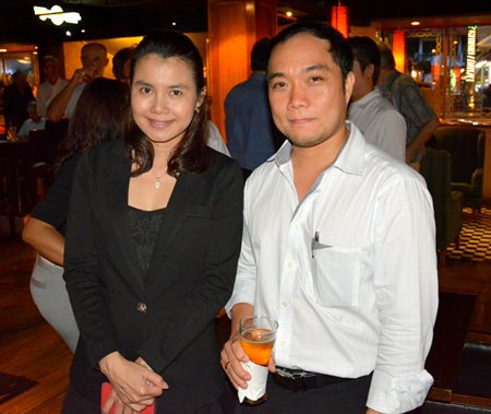 (L to R) Mittana Chamoyklang, Account Sales Manager of Pattaya Marriot Resort & Spa and Neil Maniquiz, Head of Bangkok Hospital Pattaya International Marketing Department.