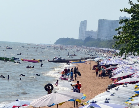 Sandy seascapes from Naklua to Sattahip were packed - as were the roads connecting them - on Labor Day May 1 as families and individual workers took a break to enjoy sea and seafood.