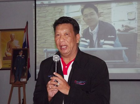 Praiwan Arromchuen, member of Pattaya's city council, leads discussion with community leaders.