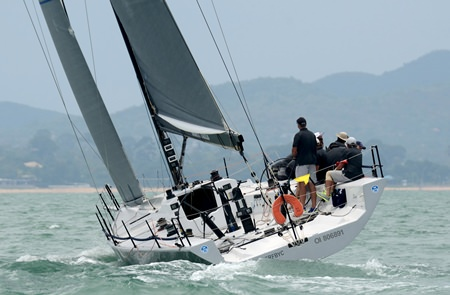 IRC-1 winner 'Oi!' races upwind.
