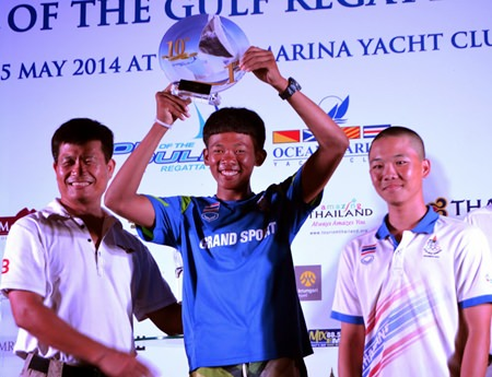 Sarawut Phetsiri (center) won the Double-Handed Monohull Dinghy Class with crewmate Totsapon Mahawichean.