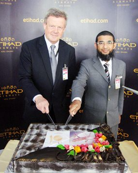 Kirk Albrow (left), Etihad Airway's General Manager Thailand, and Chawalit Samadi (right), Etihad Airway's Bangkok Duty Manager, during the 10th anniversary celebration of Etihad Airways operations in Thailand