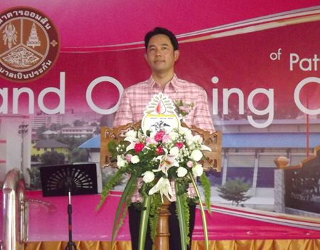 Pattaya Mayor Itthiphol Kunplome presides over the opening ceremony of the Pattaya City School 11 Bank.