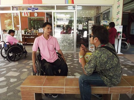 Redemptorist electronics teacher Jetsada Khunpol said staff and students were pleased to see Pattaya create the path for students, but were very dismayed at the lack of courtesy shown by neighbors on Soi Paniad Chang.