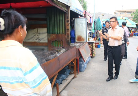 Deputy Mayor Wutisak Rermkitkarn warns vendors that new regulations are coming and tells them to relocate their shops inside.