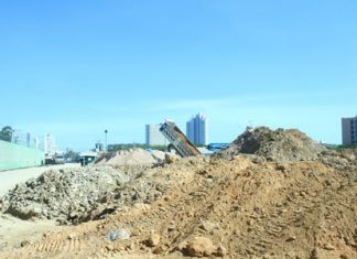 Area residents are suffering a large dust problem due to this large sand depot in South Pattaya.